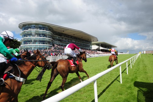 Travel to the Galway Races with Bus Éireann