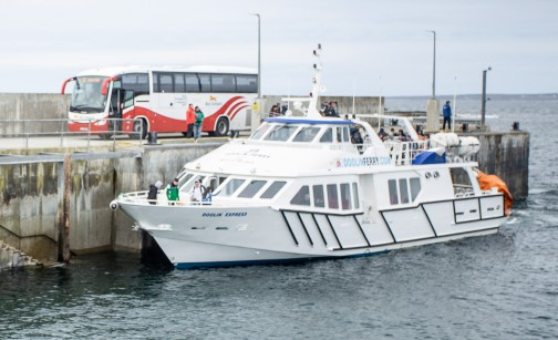 Image of a Bus Éireann bus alongside the Doolin Ferry